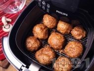 Диетични пържени кюфтета без мазнина от бяло пилешко месо, гъби и пармезан в AirFryer